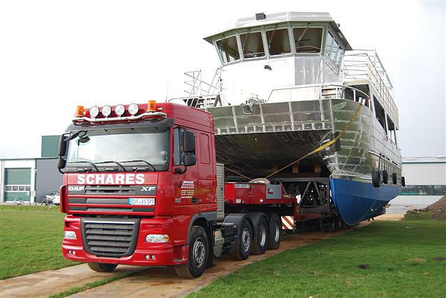 Autokrane Schares Kran mieten, Schiff transportieren