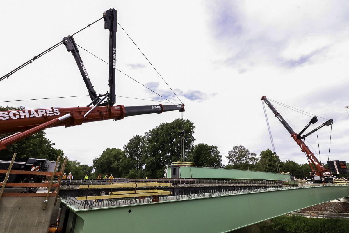 Brückenbau Bergkamen Autokrane Schares 500 Tonner Liebherr Brückenträger Mobilkrane mieten Bauprojekt